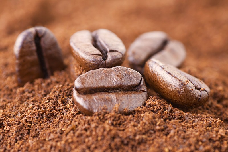 gemalen koffie met koffiemolen