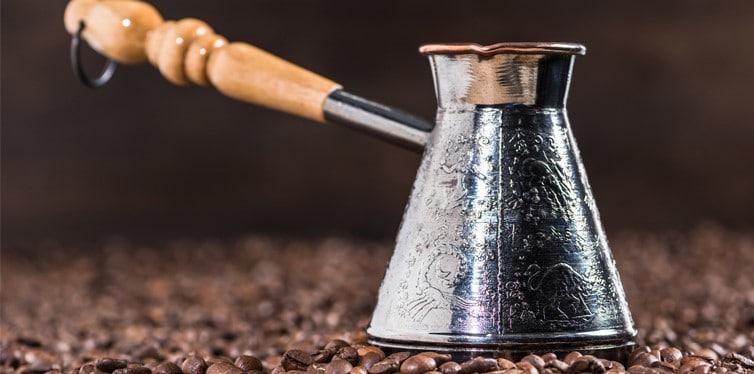 turkse koffie met koffiebonen